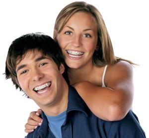 ฟันเหยิน ฟันเก ฟันห่าง ฟันซ้อน ฟันไม่สวย ฟันจอบ ฟันสบลึก คางยื่น โอ๊ย สารพัดปัญหาเกี่ยวกับการสบฟัน การจัดเรึยงตัวของฟันที่ไม่ดี ปัญหาเหล่านี้สามารถแก้ไขได้ ด้วยการจัดฟันจ้า